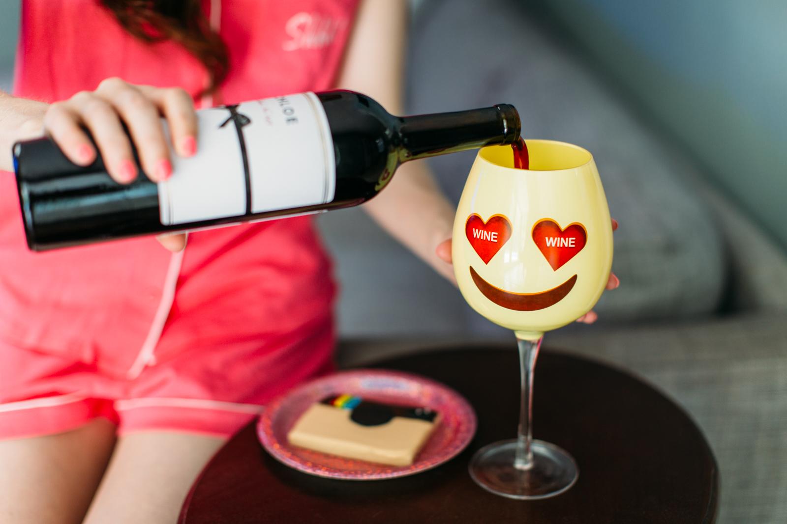 Heart eye emoji wine glass