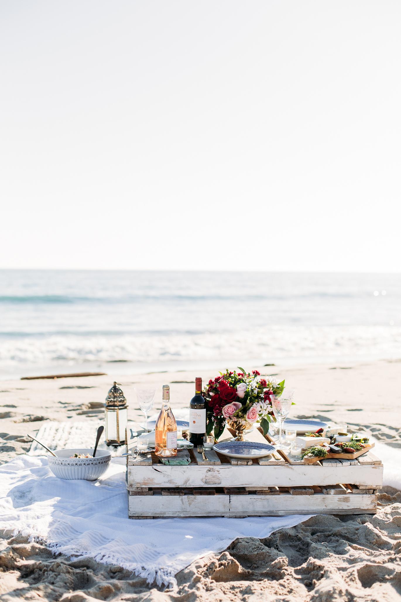 How to throw a beach picnic